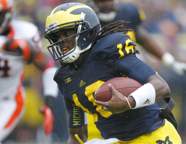 ANN ARBOR, MI - OCTOBER 13:  Denard Robinson #16 of the Michigan Wolverines runs for a second quarter touchdown while playing the Illinois Fighting Illini at Michigan Stadium on October 13, 2012 in Ann Arbor, Michigan. (Photo by Gregory Shamus/Getty Images)