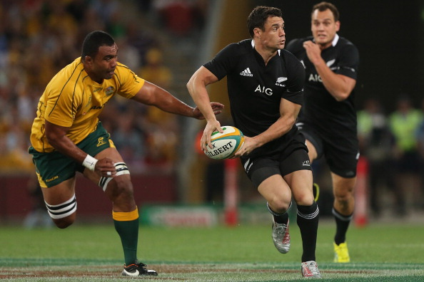 BRISBANE, AUSTRALIA - OCTOBER 20:  Daniel Carter of the All Blacks passes during the Bledisloe Cup match between the Australian Wallabies and the New Zealand All Blacks at Suncorp Stadium on October 20, 2012 in Brisbane, Australia.  (Photo by Chris Hyde/Getty Images)