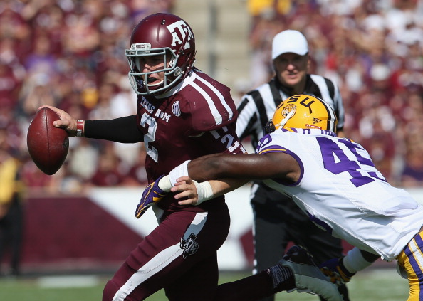 COLLEGE STATION, TX - OCTOBER 20:  Johnny Manziel #2 of the Texas A&M Aggies runs the ball against Deion Jones #45 of the LSU Tigers at Kyle Field on October 20, 2012 in College Station, Texas.  (Photo by Ronald Martinez/Getty Images)