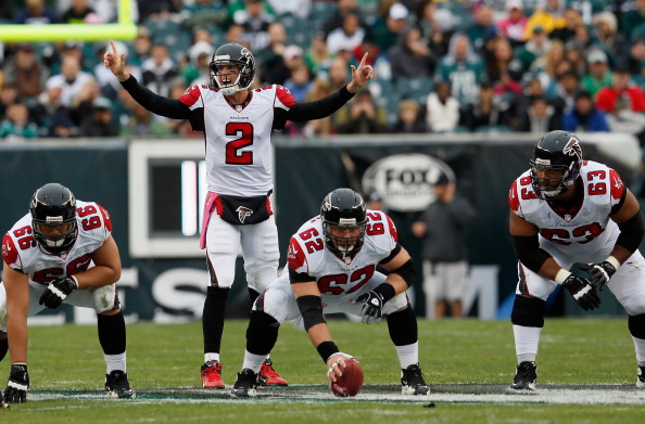 PHILADELPHIA, PA - OCTOBER 28: Quarterback Matt Ryan #2 of the Atlanta Falcons signals from the line of scrimmage against the Philadelphia Eagles at Lincoln Financial Field on October 28, 2012 in Philadelphia, Pennsylvania.  (Photo by Rob Carr/Getty Images)