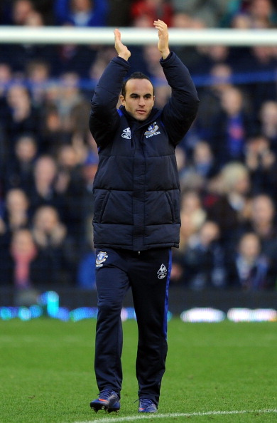 LIVERPOOL, ENGLAND - FEBRUARY 18:  Landon Donovan of Everton applauds the crowd following the FA Cup Fifth Round match between Everton and Blackpool at Goodison Park on February 18, 2012 in Liverpool, England.  (Photo by Chris Brunskill/Getty Images)
