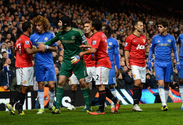 LONDON, ENGLAND - OCTOBER 31:  Nani (L) of Manchester United is held back from Oscar (R) of Chelsea by David Luiz and Petr Cech of Chelsea during the Capital One Cup Fourth Round match between Chelsea and Manchester United at Stamford Bridge on October 31, 2012 in London, England.  (Photo by Shaun Botterill/Getty Images)