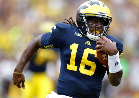ANN ARBOR, MI - SEPTEMBER 08:  Denard Robinson #16 of the Michigan Wolverines runs for a third quarter touchdown while playing the Air Force Falcons at Michigan Stadium on September 8, 2012 in Ann Arbor, Michigan. (Photo by Gregory Shamus/Getty Images)