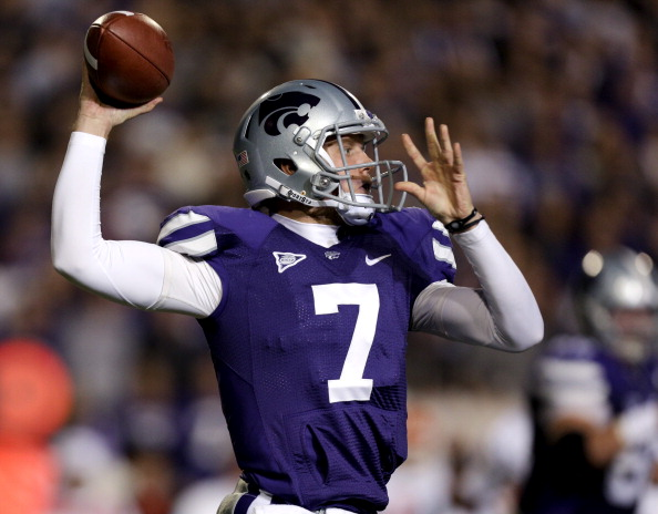 MANHATTAN, KS - NOVEMBER 03:  Quarterback Collin Klein #7 of the Kansas State Wildcats passes against the Oklahoma State Cowboys in the first quarter at Bill Snyder Family Football Stadium on November 3, 2012 in Manhattan, Kansas. (Photo by Ed Zurga/Getty Images)
