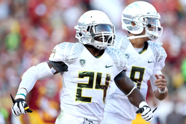 LOS ANGELES, CA - NOVEMBER 03:  Running back Kenjon Barner #24 and quarterback Marcus Mariota #8 of the Oregon Ducks celebrate after a 27 yard touchdown run by Barner in the second quarter against the USC Trojans at the Los Angeles Memorial Coliseum on November 3, 2012  in Los Angeles, California.  (Photo by Stephen Dunn/Getty Images)