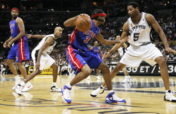 SAN ANTONIO - JUNE 12: After a pick-and-roll in the second quarter, Robert Horry #5 of the San Antonio Spurs is left to cover Richard Hamilton #32 of the Detroit Pistons as Bruce Bowen #12 defends Rasheed Wallace #36 in Game two of the 2005 NBA Finals on June 12, 2005 at SBC Center in San Antonio, Texas. NOTE TO USER: User expressly acknowledges and agrees that, by downloading and or using this photograph, User is consenting to the terms and conditions of the Getty Images License Agreement. (Photo by Brian Bahr/Getty Images)