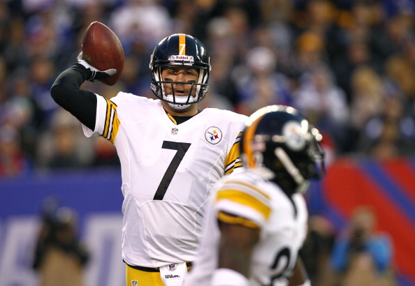 EAST RUTHERFORD, NJ - NOVEMBER 04:  Ben Roethlisberger #7 lines up a pass to Chris Rainey #22 of the Pittsburgh Steelers during their game against the New York Giants at MetLife Stadium on November 4, 2012 in East Rutherford, New Jersey.  (Photo by Jeff Zelevansky/Getty Images)