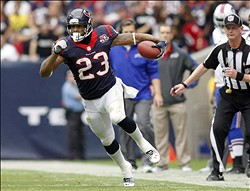 Nov 4, 2012; Houston, TX, USA; Houston Texans running back Arian Foster (23) runs the ball against the Buffalo Bills in the first quarter at Reliant Stadium. Mandatory Credit: Brett Davis-US PRESSWIRE