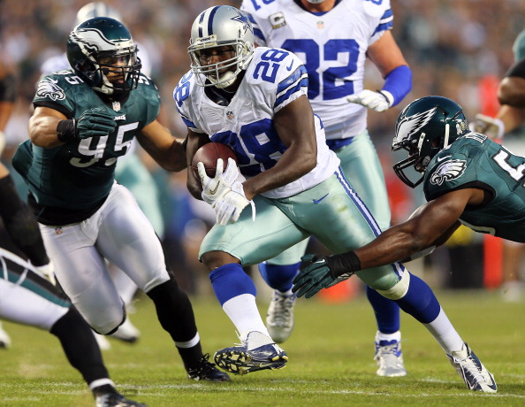 PHILADELPHIA, PA - NOVEMBER 11:  Felix Jones #28 of the Dallas Cowboys carries the ball as  Mychal Kendricks #95 and  DeMeco Ryans #59 of the Philadelphia Eagles defend on November 11, 2012 at Lincoln Financial Field in Philadelphia, Pennsylvania.  (Photo by Elsa/Getty Images)