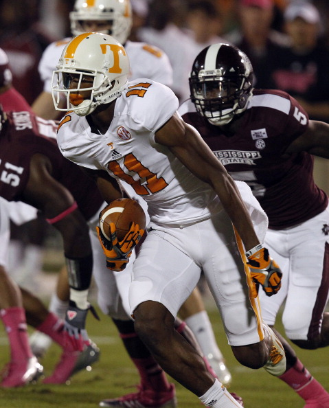 STARKVILLE, MS - OCTOBER 13:  Wide receiver Justin Hunter #11 of the Tennessee Volunteers catches a pass and runs for a first down against the Mississippi State Bulldogs on October 13, 2012 at Davis Wade Stadium in Starkville, Mississippi. (Photo by Butch Dill/Getty Images)