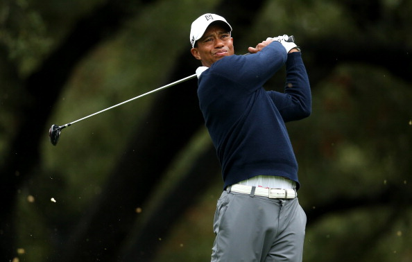 THOUSAND OAKS, CA - NOVEMBER 29:  Tiger Woods hits his tee shot on the sixth hole during the first round of the Tiger Woods World Challenge Presented by Northwestern Mutual at Sherwood Country Club on November 29, 2012 in Thousand Oaks, California.  (Photo by Stephen Dunn/Getty Images)