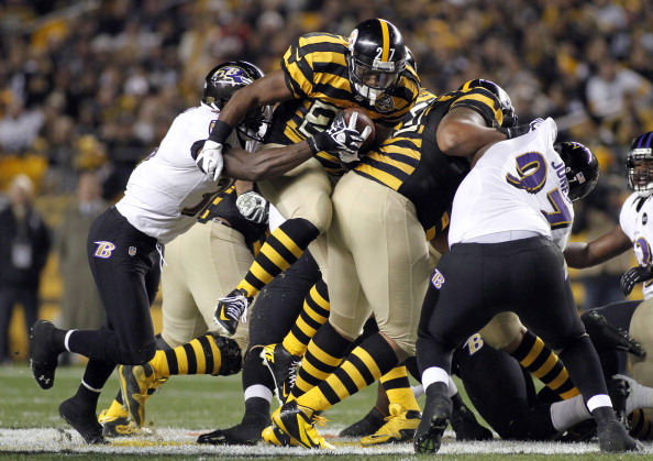 PITTSBURGH, PA - NOVEMBER 18:  Jonathan Dwyer #27 of the Pittsburgh Steelers rushes against the Baltimore Ravens during the game on November 18, 2012 at Heinz Field in Pittsburgh, Pennsylvania.  (Photo by Justin K. Aller/Getty Images)
