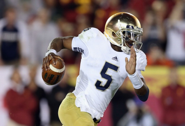 LOS ANGELES, CA - NOVEMBER 24:  Quarterback Everett Golson #5 of the Notre Dame Fighting Irish carries the ball against the USC Trojans at Los Angeles Memorial Coliseum on November 24, 2012 in Los Angeles, California.  (Photo by Jeff Gross/Getty Images)