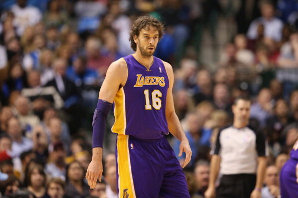 DALLAS, TX - NOVEMBER 24:  Pau Gasol #16 of the Los Angeles Lakers at American Airlines Center on November 24, 2012 in Dallas, Texas.  NOTE TO USER: User expressly acknowledges and agrees that, by downloading and or using this photograph, User is consenting to the terms and conditions of the Getty Images License Agreement.  (Photo by Ronald Martinez/Getty Images)
