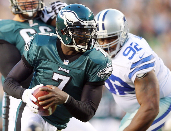 PHILADELPHIA, PA - NOVEMBER 11:  Michael Vick #7 of the Philadelphia Eagles carries the ball as  Josh Brent #92 of the Dallas Cowboys defends on November 11, 2012 at Lincoln Financial Field in Philadelphia, Pennsylvania.  (Photo by Elsa/Getty Images)