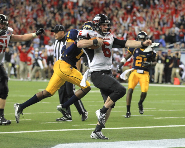 DETROIT, MI - NOVEMBER 30:  Jordan Lynch #6 of the Northern Illinois Huskies scores a second-half touchdown against the  Kent State Golden Flashes during the Mid-American Conference Championship game at Ford Field on November 30, 2012 in Detroit, Michigan. Illinois won 44-37  (Photo by Dave Reginek/Getty Images)