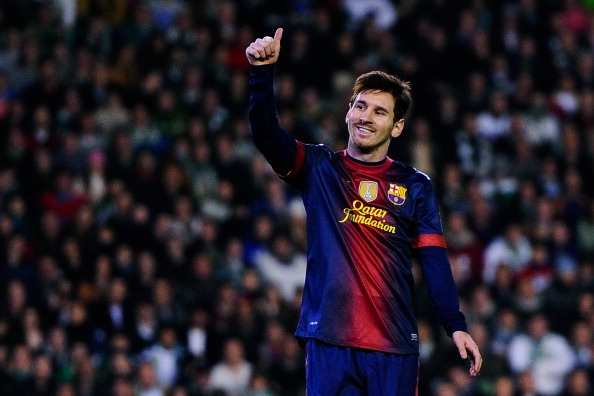 SEVILLE, SPAIN - DECEMBER 09:  Lionel Messi of FC Barcelona gives his thumbs up during the La Liga match between Real Betis Balompie and FC Barcelona at Estadio Benito Villamarin on December 9, 2012 in Seville, Spain.  (Photo by David Ramos/Getty Images)