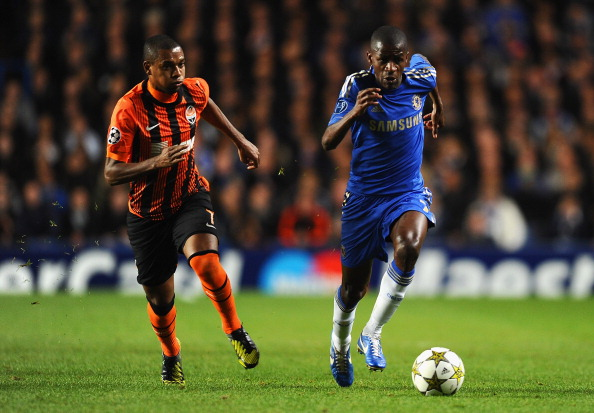 LONDON, ENGLAND - NOVEMBER 07: Ramires of Chelsea takes on Fernandinho of Shakhtar Donetsk during the UEFA Champions League Group E match between Chelsea and Shakhtar Donetsk at Stamford Bridge on November 7, 2012 in London, England.  (Photo by Mike Hewitt/Getty Images)