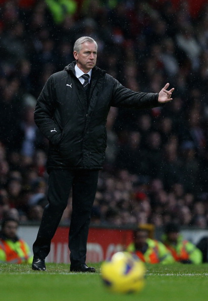 MANCHESTER, ENGLAND - DECEMBER 26:   Newcastle United manager Alan Pardew gives instructions to his team during the Barclays Premier League match between Manchester United and Newcastle United at Old Trafford December 26, 2012 in Manchester, England.  (Photo by Clive Brunskill/Getty Images)