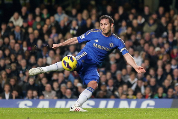 LONDON, ENGLAND - JANUARY 02:  Frank Lampard of Chelsea kicks the ball during the Barclays Premier League match between Chelsea and Queens Park Rangers at Stamford Bridge on January 2, 2013 in London, England.  (Photo by Ian Walton/Getty Images)