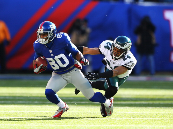 EAST RUTHERFORD, NJ - DECEMBER 30:  Victor Cruz #80 of the New York Giants runs with the ball after a catch against  Nnamdi Asomugha #24 of the Philadelphia Eagles  in action during their game against the at MetLife Stadium on December 30, 2012 in East Rutherford, New Jersey.  (Photo by Al Bello/Getty Images)
