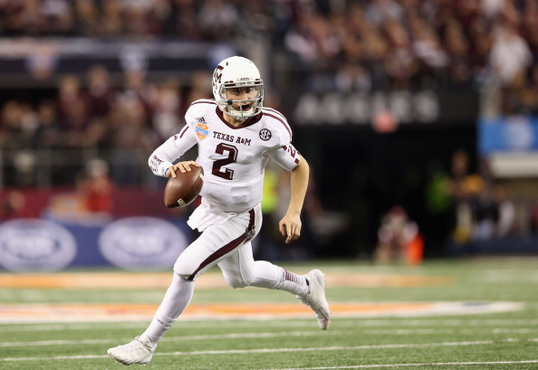 ARLINGTON, TX - JANUARY 04:  Johnny Manziel #2 of the Texas A&M Aggies runs the ball against the Oklahoma Sooners during the Cotton Bowl at Cowboys Stadium on January 4, 2013 in Arlington, Texas.  (Photo by Ronald Martinez/Getty Images)