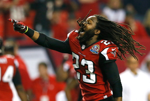 ATLANTA, GA - DECEMBER 16:  Dunta Robinson #23 of the Atlanta Falcons celebrates a turnover by the New York Giants at Georgia Dome on December 16, 2012 in Atlanta, Georgia.  (Photo by Kevin C. Cox/Getty Images)
