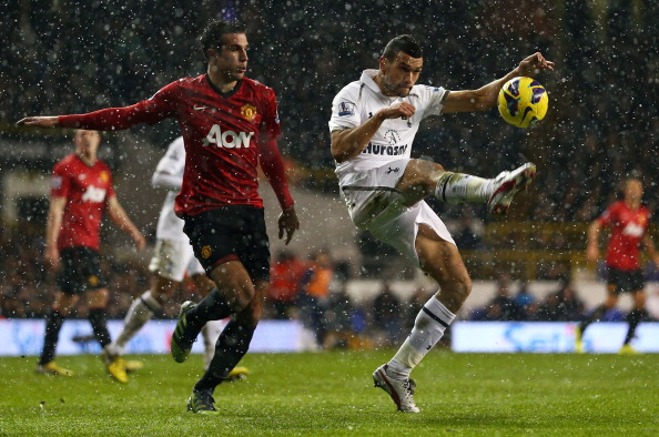 LONDON, ENGLAND - JANUARY 20:  Steven Caulker of Tottenham Hotspur clears the ball from Robin van Persie of Manchester United during the Barclays Premier League match between Tottenham Hotspur and Manchester United at White Hart Lane on January 20, 2013 in London, England.  (Photo by Clive Mason/Getty Images)