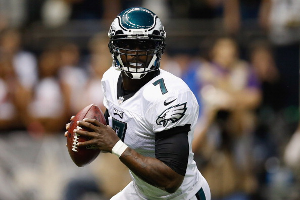NEW ORLEANS, LA - NOVEMBER 05:  Michael Vick #7 of the Philadelphia Eagles looks to throw a pass against the New Orleans Saints at Mercedes-Benz Superdome on November 5, 2012 in New Orleans, Louisiana.  (Photo by Chris Graythen/Getty Images)