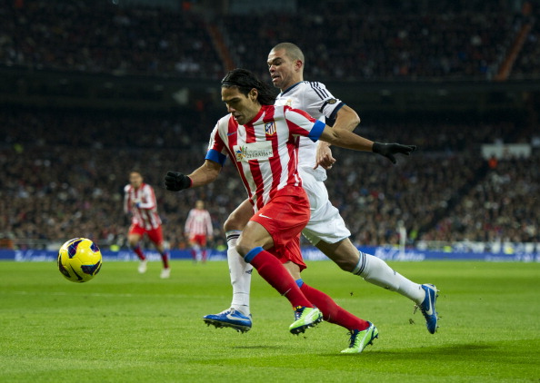 MADRID, SPAIN - DECEMBER 01: Falcao (L) of Club Atletico de Madrid duels for the ball with Pepe of Real Madrid during the la Liga match between Real Madrid CF and Club Atletico de Madrid at Estadio Santiago Bernabeu on December 1, 2012 in Madrid, Spain.  (Photo by Jasper Juinen/Getty Images)