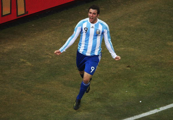 JOHANNESBURG, SOUTH AFRICA - JUNE 27:  Gonzalo Higuain of Argentina celebrates scoring the second goal for his team during the 2010 FIFA World Cup South Africa Round of Sixteen match between Argentina and Mexico at Soccer City Stadium on June 27, 2010 in Johannesburg, South Africa.  (Photo by Lars Baron/Getty Images)