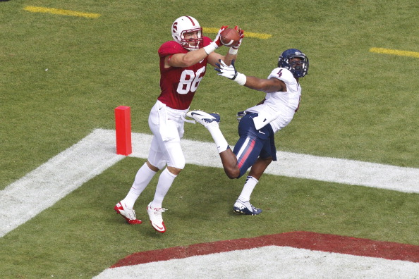 PALO ALTO, CA - OCTOBER 06: Tight end Zach Ertz #86 of the Stanford Cardinal catches a pass for a touchdown past safety Patrick Onwuasor #4 of the Arizona Wildcats during the first quarter at Stanford Stadium on October 6, 2012 in Palo Alto, California. (Photo by Jason O. Watson/Getty Images)