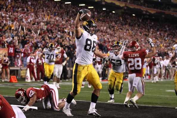 TEMPE, AZ - DECEMBER 30:  Tight end C.J. Fiedorowicz #86 of the Oklahoma Sooners celebrates after scoring on a 5 yard touchdown reception against the Iowa Hawkeyes during the fourth quarter of the Insight Bowl at Sun Devil Stadium on December 30, 2011 in Tempe, Arizona.  The Sooners defeated the Hawkeyes 31-14. (Photo by Christian Petersen/Getty Images)