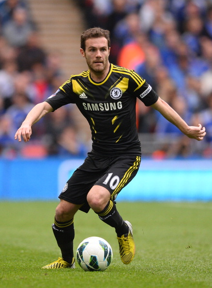 LONDON, ENGLAND - APRIL 14:  Juan Mata of Chelsea on the ball during the FA Cup with Budweiser Semi Final match between Chelsea and Manchester City at Wembley Stadium on April 14, 2013 in London, England.  (Photo by Mike Hewitt/Getty Images)