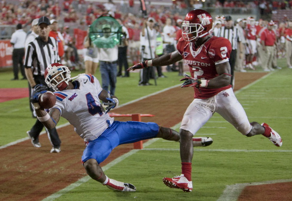 HOUSTON, TX - SEPTEMBER 08:  Quinton Patton #4 of the Louisiana Tech Bulldogs makes a one handed catch in the corner of the endzone as he beats D.J. Hayden #2 of the Houston Cougars on  the play at Robertson Stadium on September 8, 2012 in Houston, Texas. Officials ruled that Patton was out of bounds on the play. Louisiana Tech Bulldogs defeated the Houston Cougars 56-49. (Photo by Bob Levey/Getty Images)