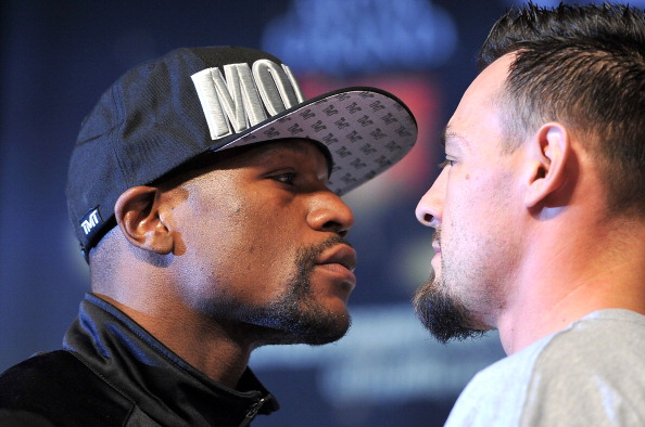 LAS VEGAS, NV - MAY 01:  Boxers Floyd Mayweather Jr. (L) and Robert Guerrero pose during the final news conference for their bout at the MGM Grand Hotel/Casino on May 1, 2013 in Las Vegas, Nevada. Mayweather will defend his WBC welterweight title against Guerrero.  (Photo by Jeff Bottari/Getty Images)