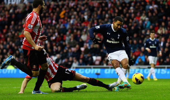 SUNDERLAND, ENGLAND - DECEMBER 29:  Aaron Lennon of Tottenham scores his teams second goal during the Barclays Premier League match between Sunderland and Tottenham Hotspur at Stadium of Light on December 29, 2012 in Sunderland, England.  (Photo by Matthew Lewis/Getty Images)