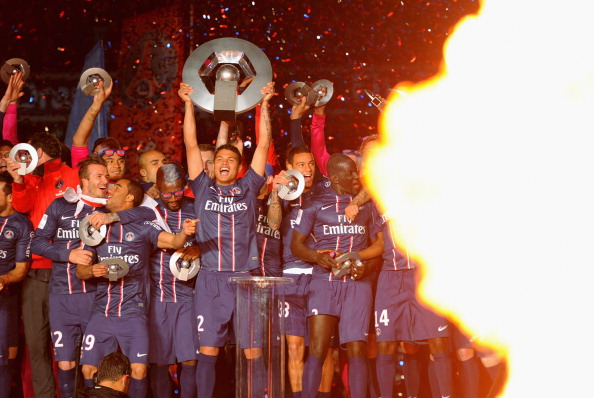 PARIS, FRANCE - MAY 18:  Thiago Silva lifts the Ligue 1 trophy after the Ligue 1 match between Paris Saint-Germain FC and Stade Brestois 29 at Parc des Princes on May 18, 2013 in Paris, France.  (Photo by Michael Regan/Getty Images)