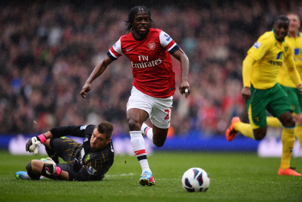 LONDON, ENGLAND - APRIL 13:  Gervinho of Arsenal in action against Mark Bunn of Norwich City during the Barclays Premier League match between Arsenal and Norwich City at Emirates Stadium on April 13, 2013 in London, England.  (Photo by Mike Hewitt/Getty Images)