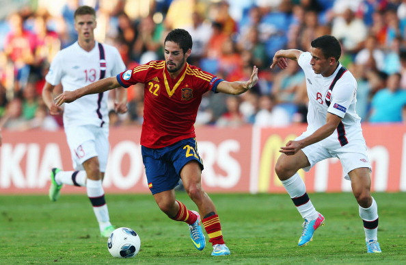 NETANYA, ISRAEL - JUNE 15: Isco (C) of Spain is challenged by Omar Elabdellaoui (R) and Markus Henriksen of Norway during the UEFA European U21 Championship Semi Final match between Spain and Norway at Netanya Stadium on June 15, 2013 in Netanya, Israel.  (Photo by Alex Grimm/Getty Images)