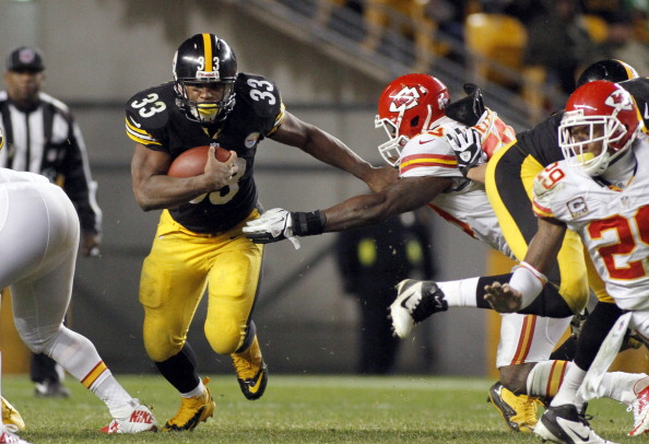 PITTSBURGH, PA - NOVEMBER 12:  Isaac Redman #33 of the Pittsburgh Steelers carries the ball against the Kansas City Chiefs during the game on November 12, 2012 at Heinz Field in Pittsburgh, Pennsylvania.  The Steelers defeated the Chiefs 16-13.  (Photo by Justin K. Aller/Getty Images)