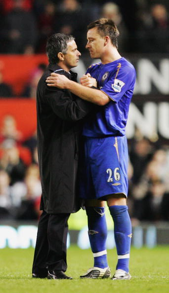 MANCHESTER, UNITED KINGDOM - NOVEMBER 06:  Jose Mourinho, the Chelsea manager, consoles his captain John Terry at the end of the Barclays Premiership match between Manchester United and Chelsea at Old Trafford on November 6, 2005 in Manchester, England.  (Photo by Laurence Griffiths/Getty Images)