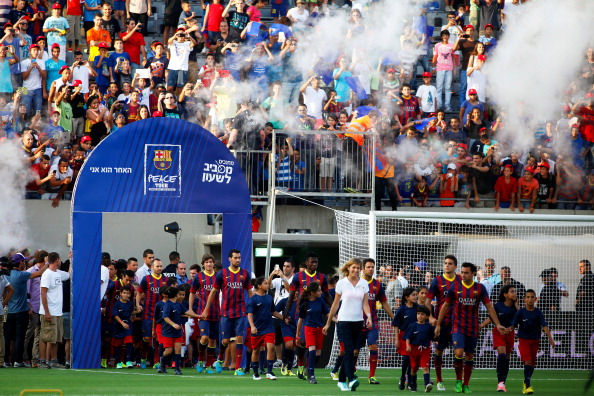 TEL AVIV, ISRAEL - AUGUST 04:  (ISRAEL OUT) FC Barcelona players arrive to take part in a training session on August 4, 2013 in Tel Aviv, Israel. Members of the FC Barcelona squad have travelled to the Middle East to visit Israel and the West Bank as part of a two-day 'peace tour'.  (Photo by Lior Mizrahi/Getty Images)