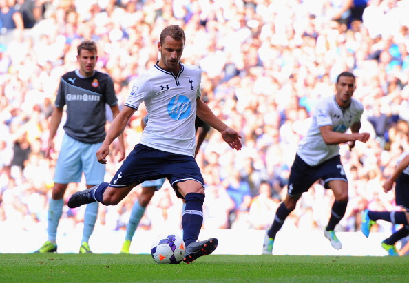 LONDON, ENGLAND - AUGUST 10:  Roberto Soldado of Tottenham scores a penalty to make it 1-0 during a pre season friendly match between Tottenham Hotspur and Espanyol at White Hart Lane on August 10, 2013 in London, England.  (Photo by Michael Regan/Getty Images)