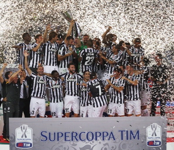 ROME, ITALY - AUGUST 18:  FC Juventus team celebrate with the trophy after winning the Tim Supercup final against SS Lazio at Olimpico Stadium on August 18, 2013 in Rome, Italy.  (Photo by Paolo Bruno/Getty Images)