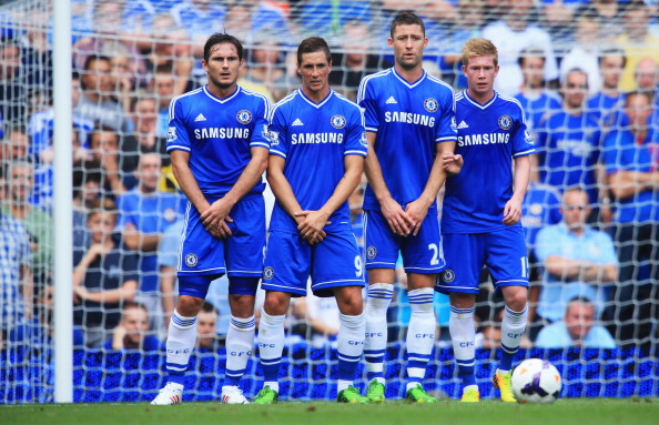 LONDON, ENGLAND - AUGUST 18:  (L-R) Frank Lampard, Fernando Torres, Gary Cahill and Kevin De Bruyne of Chelsea stand in the wall during the Barclays Premier League match between Chelsea and Hull City at Stamford Bridge on August 18, 2013 in London, England.  (Photo by Richard Heathcote/Getty Images)