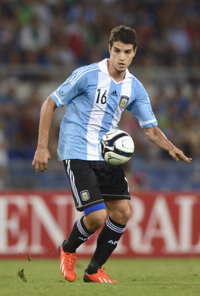 ROME, ITALY - AUGUST 14:  Erik Lamela of Argentina in action during the international friendly match between Italy v Argentina at Stadio Olimpico on August 14, 2013 in Rome, Italy.  (Photo by Claudio Villa/Getty Images)