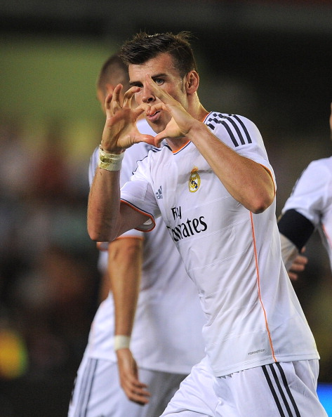 VILLARREAL, SPAIN - SEPTEMBER 14:  Gareth Bale of Real Madrid celebrates scoring Real's opening goal during the La Liga match between Villarreal and Real Madrid at El Madrigal on September 14, 2013 in Villarreal, Spain.  (Photo by Denis Doyle/Getty Images)