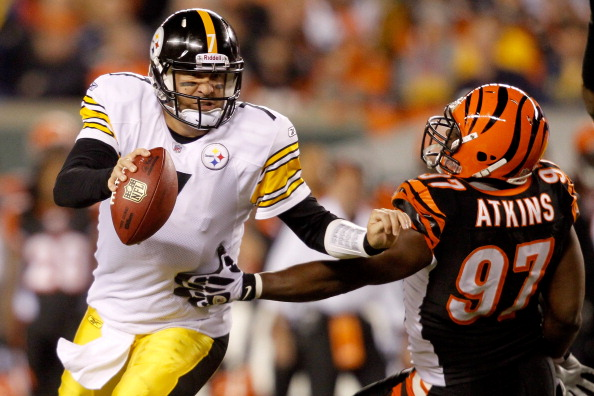 CINCINNATI - NOVEMBER 08:  Quarterback Ben Roethlisberger #7 of the Pittsburgh Steelers breaks free from Geno Atkins #97 of the Cincinnati Bengals at Paul Brown Stadium on November 8, 2010 in Cincinnati, Ohio.  The Steelers defeated the Bengals 27-21. (Photo by Matthew Stockman/Getty Images)