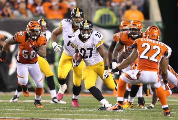 CINCINNATI, OH - OCTOBER 21:  Jonathan Dwyer #27 of the Pittsburgh Steelers runs with the ball during 24-17 win over the Cincinnati Bengals at Paul Brown Stadium on October 21, 2012 in Cincinnati, Ohio.  (Photo by Andy Lyons/Getty Images)